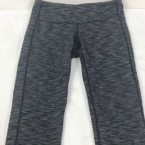 Athleta Knee Capris Workout Pants Black Gray